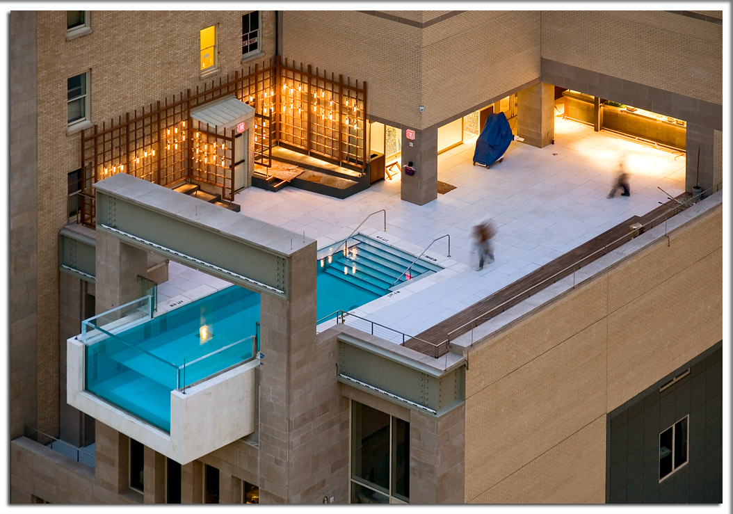 Architecture mondays swimming pool over edge of rooftop for Hotels in dallas with indoor pools